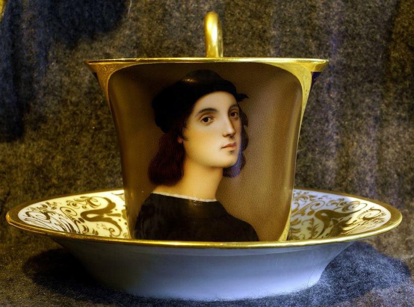 拉菲爾(Raffaello)自畫像開光描金瓷杯。