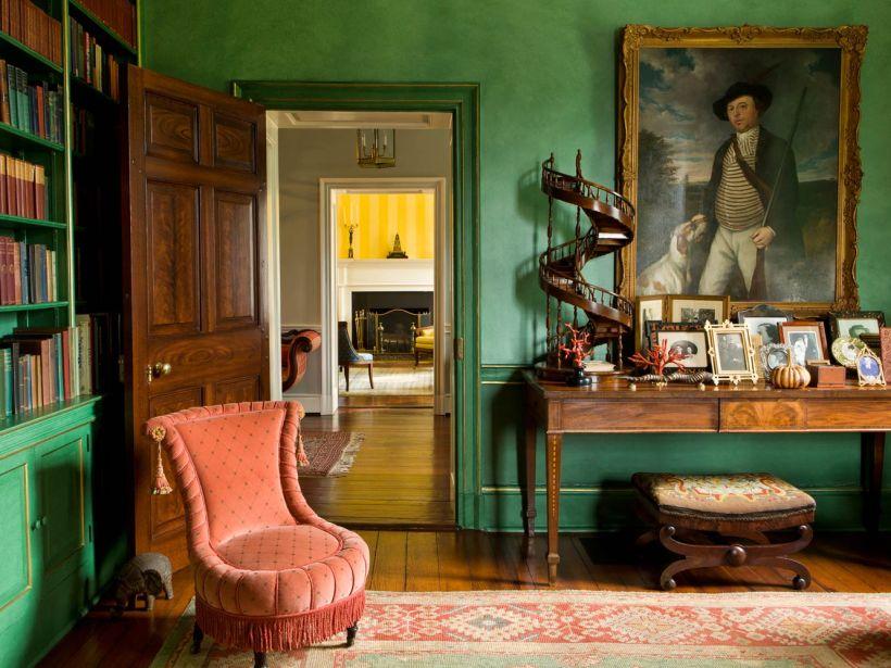 【書房】19世紀書桌、奥沙克古董地毯、桃花心木圓桌、土耳其復興矮椅