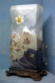 花瓶,水晶套料雕刻,1900。
