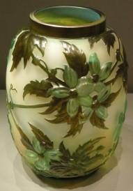 花瓶,套料雕刻,1890-1900。
