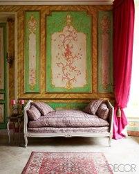 【客廳】手繪猴子壁畫、路易十五沙發床、十八世紀壁式燭台、伊朗地毯