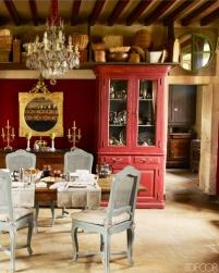 【餐廳】十八世紀鏡子、十九世紀家傳吊燈、法國攝政椅子、威尼斯櫥櫃