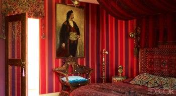 【客房】印度喀什米爾床單、古董織毯(床頭)、埃及燈飾&吊燈、敘利亞式椅