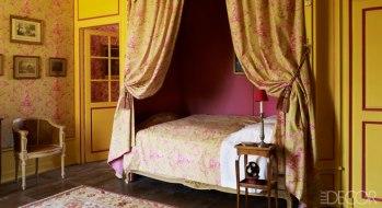 【客房】路易十五扶手椅、俄羅斯地毯、Thevenon Jouy花布帷幕&床單&壁貼