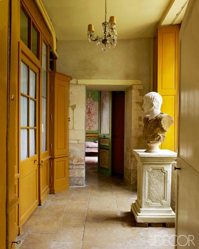 【長廊】十九世紀半身像、石板走廊