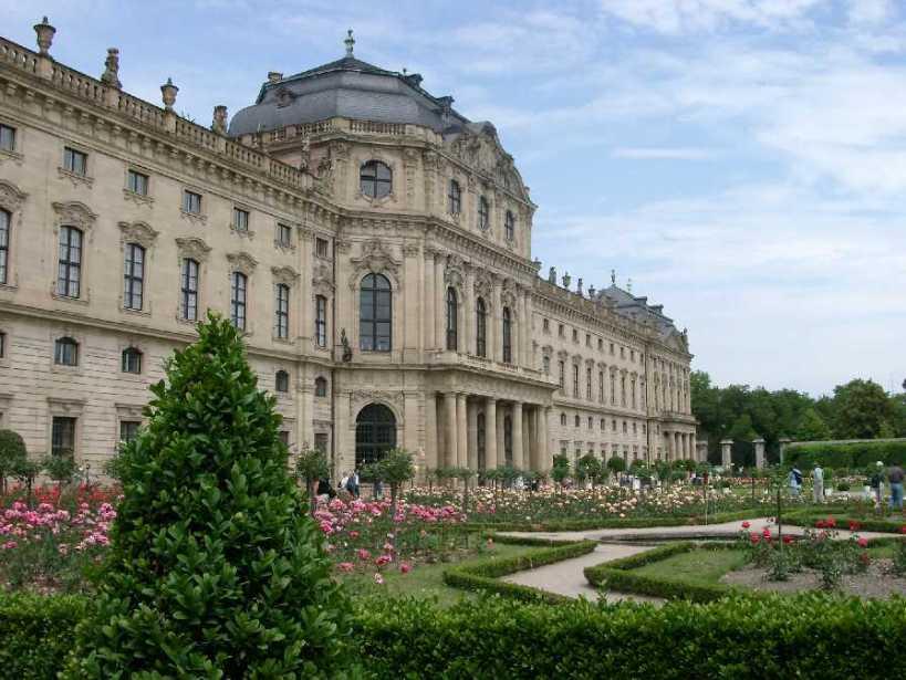 圖三:德國伍茲堡城(Würzburg)主教行宮花園一角。(圖片出處)