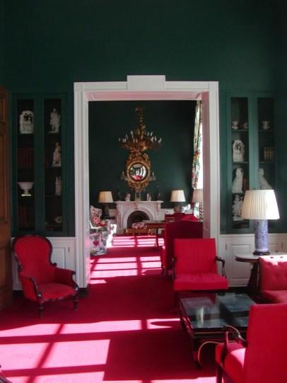 【維多利亞寫字廳】(大廳酒吧旁)、墨綠壁面