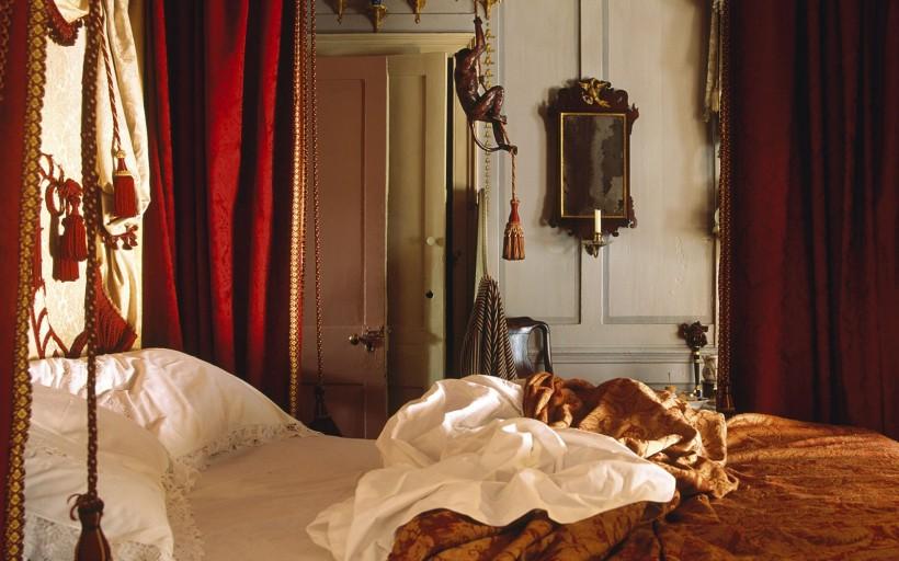主臥室的床