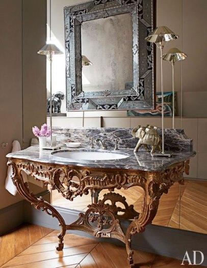【浴室】路易十五時期邊桌改裝盥洗台、Lefroy Brooks衛浴配件、古董鏡