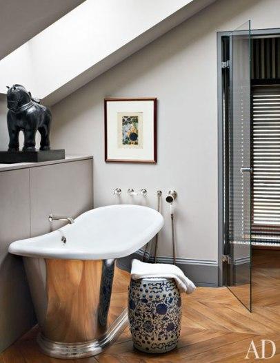【浴室】Fernando Botero馬雕塑、Eames經典凳子