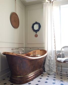 【浴室】法國Herbeau銅製澡盆、四O年代Jansen扶手椅, Chelsea Textiles麻質窗簾