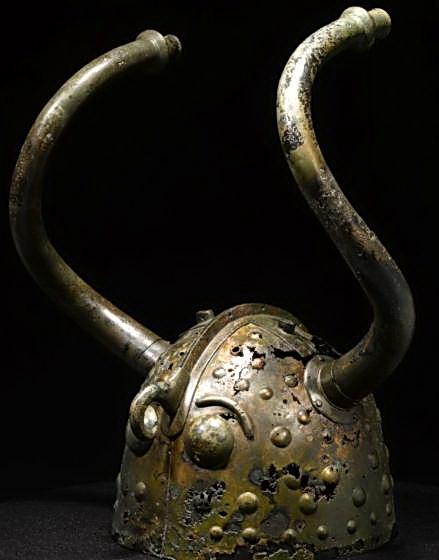 古代北歐地區的有角頭盔,丹麥威克索(Viksø)出土,約西元前900。