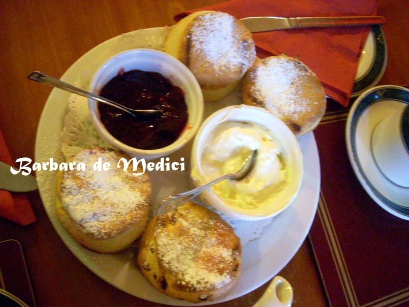 cream tea 內容包括茶、司康、果醬、奶油