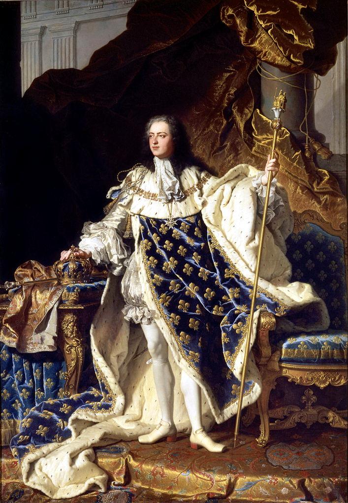 亞森特•里戈(Hyacinthe Rigaud, 1659-1743),《路易十五》(Portrait of Louis XV),1730,油彩畫布,271 × 194 cm,Palace of Versailles, France。路易十五身旁的扶手椅與桌子,可以見到明顯的洛可可曲線造型。