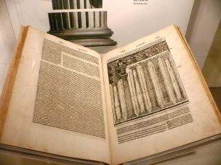 《建築十書》1521年義大利文版。