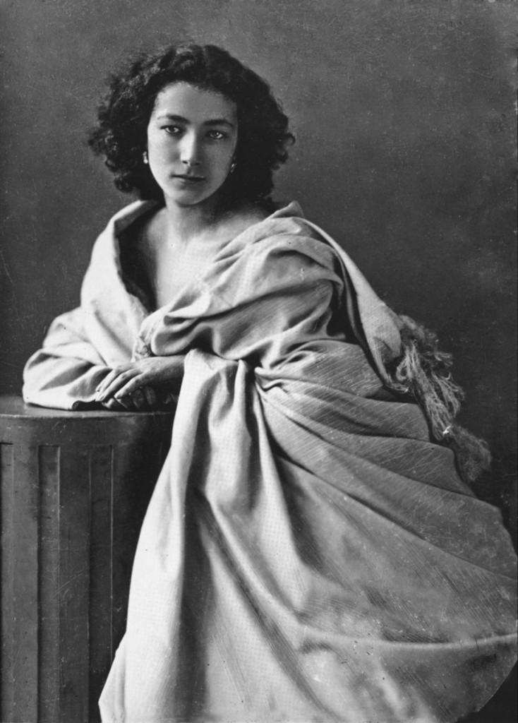 莎拉•伯恩哈特照片,攝於1865年。