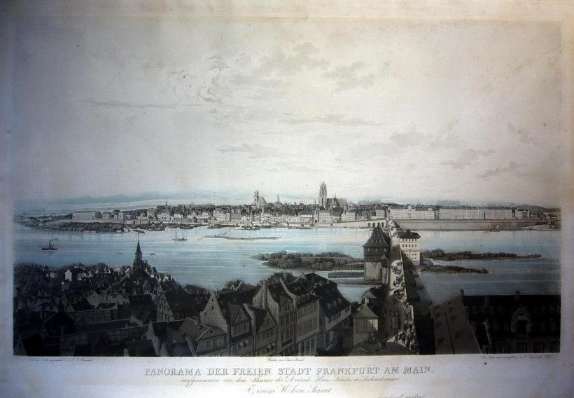 名稱:自治城市法蘭克福全景(Panorama der Freien Stadt Frankfurt am Main, aufgenommen von dem Thurme der Deutsch-Haus Kirche in Sachsenhausen)。 署名:Ehemant, F. J./ Ernst Rauch, F. Jügel & Nilson。 技法:粉末腐蝕法(aquatint)與手繪上彩。 年代:約1840。 尺寸:51 x 72 cm/ 41 x 66,5 cm。(P D-012) 作品介紹:這是德國重要商城法蘭克福的景觀圖,由當時曼河對岸的薩克森豪森區(Sachsenhausen)的教堂德國之屋(Deutsch Haus,今Deutschordenshaus)塔樓上鳥瞰該城市區。當時的大教堂(Sankt Bartholomäus)塔樓尚未完工,而1833年完工的保羅教堂(Paulskirche)已出現在舊城區左側。法蘭克福自中世紀起,即成為當時神聖羅馬帝國的自由王城,為歐洲貿易路線的匯集地,數百年來,為神聖羅馬帝國皇帝的加冕所在,後發展成為歐洲重要的貿易與金融城市之一。 這張粉末腐蝕製作的版畫,圖稿為Friedrich Josef Ehemant (1804 - 1842)所繪,由當時德國重名的版畫家Ernst Rauch (1797生)與柏林美院銅版藝術教授Friedrich Jügel (1772—1833)刻製。淡藍色的水彩上色,更增添全畫的風采,為不可多得的精品。