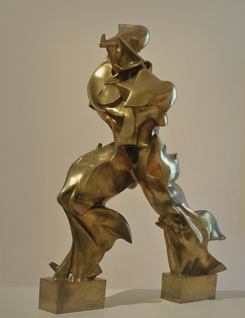 翁貝托·薄邱尼,《空間中連續性的唯一形體》,1913。