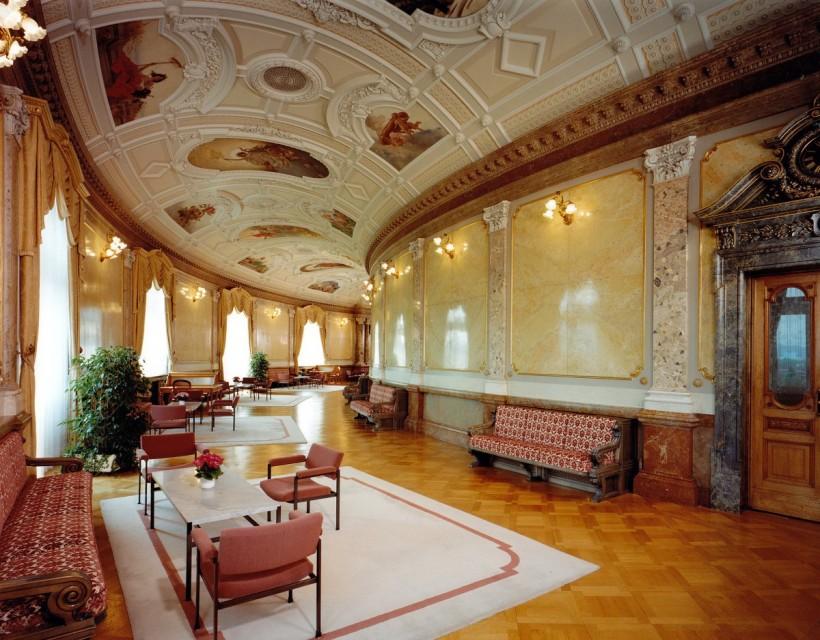 瑞士伯恩的聯邦議會大廈中大廳中安東尼歐‧巴札吉—康塔尼歐所繪製的壁畫,藉此呈現瑞士的國家象徵。