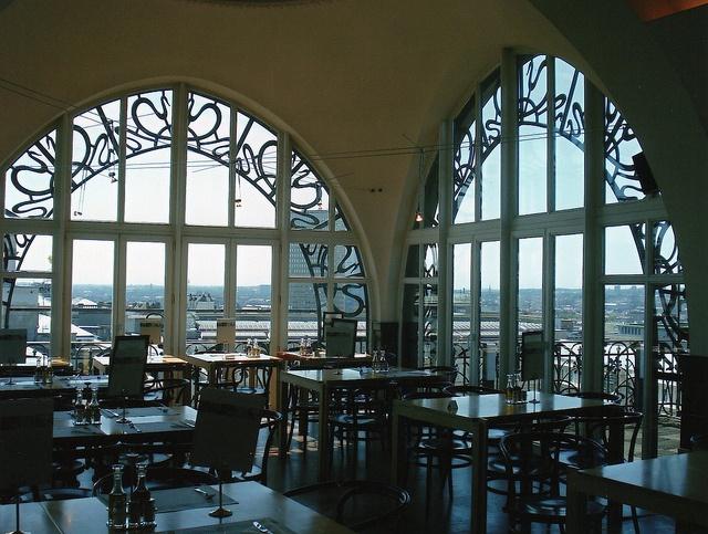 老英格蘭百貨,現在的樂器博物館頂樓的餐廳