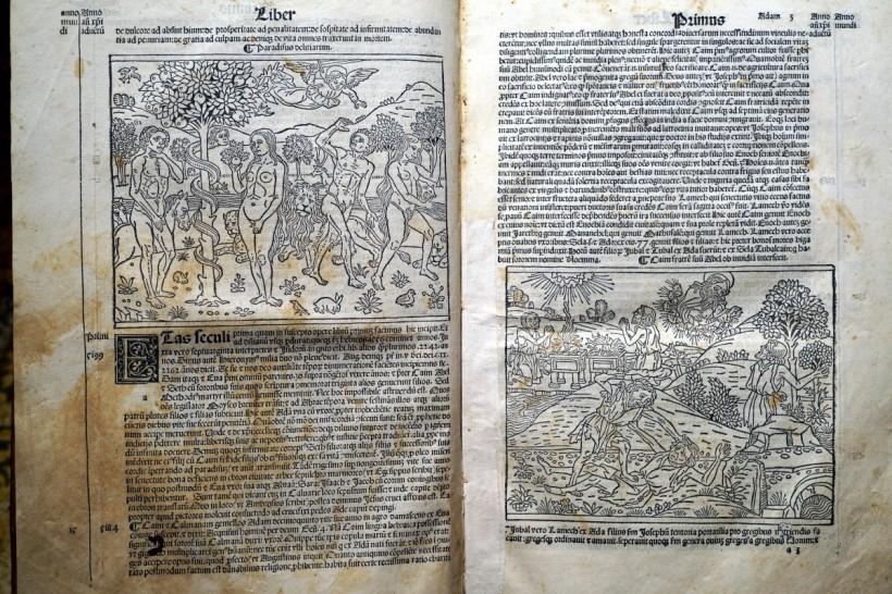 《年鑑補遺》第四版第一卷的亞當夏娃墮落與該隱殺害亞伯的木刻插圖。