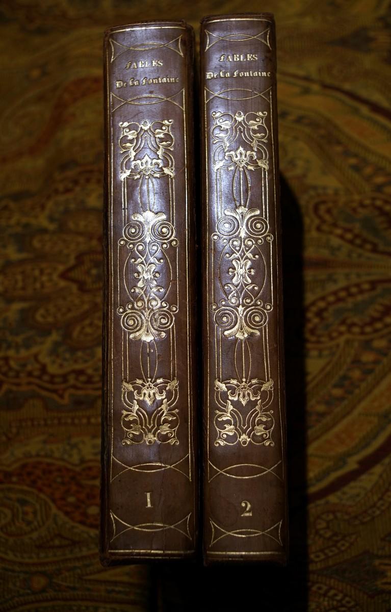 《寓言集》浪漫主義燙金花飾書脊。