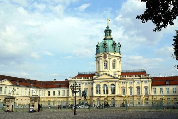 菲特烈二世祖母夏洛特特興建的巴洛克宮殿—夏洛特堡宮。
