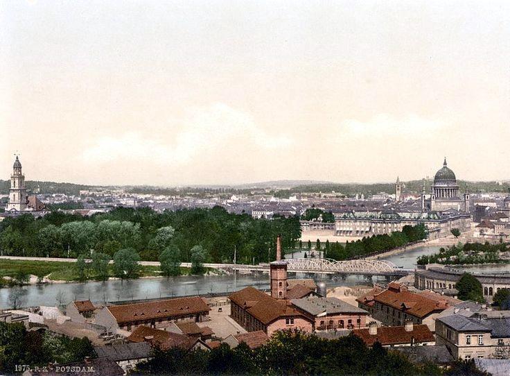 遠眺波茨坦城市宮。