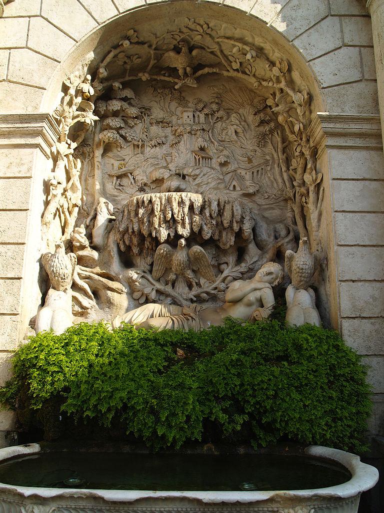 768px-Villa_d'Este_fuente_patio